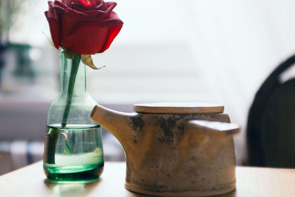 Rosa sobre una mesa - En Bilbao